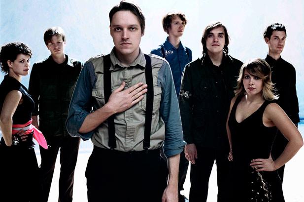Su nauja muzika sugrįžta Arcade Fire