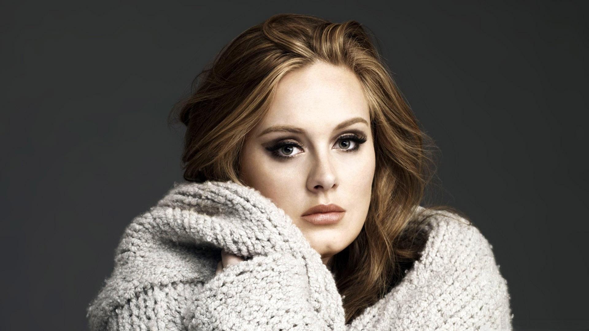 Jausmingą laišką gerbėjams parašiusi Adele sugrįžta su nauju albumu