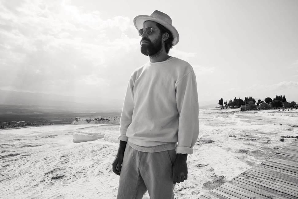 J. Bernardt pristato naują singlą ir debiutinio albumo datą