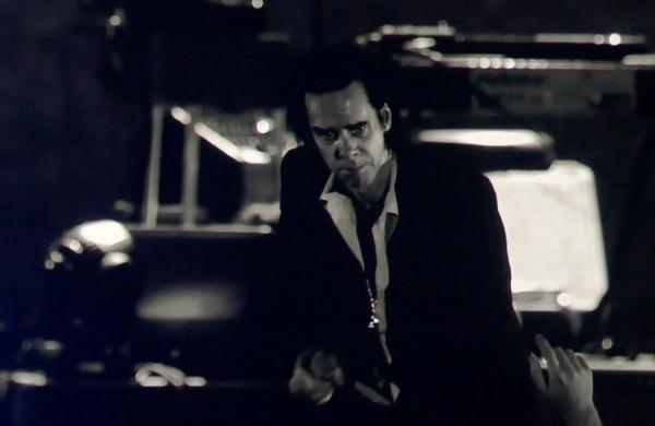 Nick Cave & The Bad Seeds koncerto akimirka