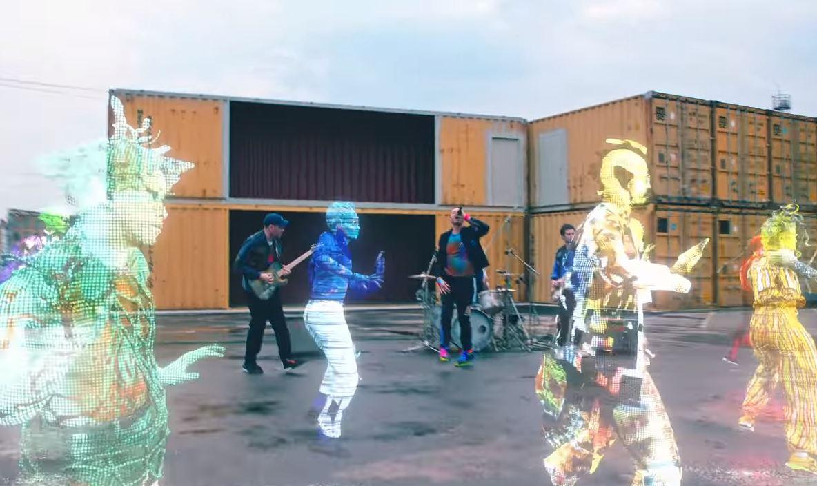 """""""Coldplay"""" pristato naują dainą"""