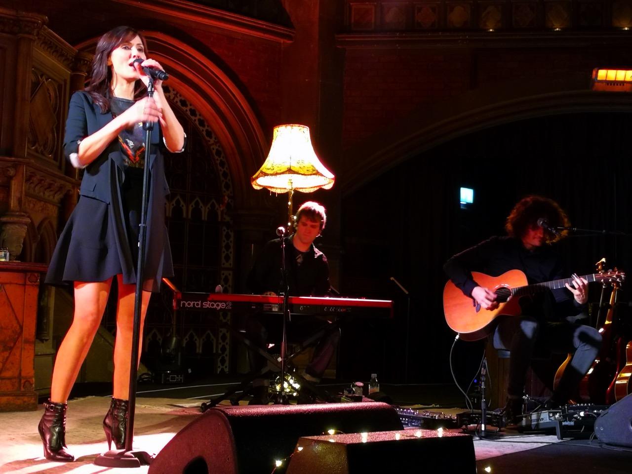 Natalie Imbruglia Londone: akustinės Kalėdos vasarį