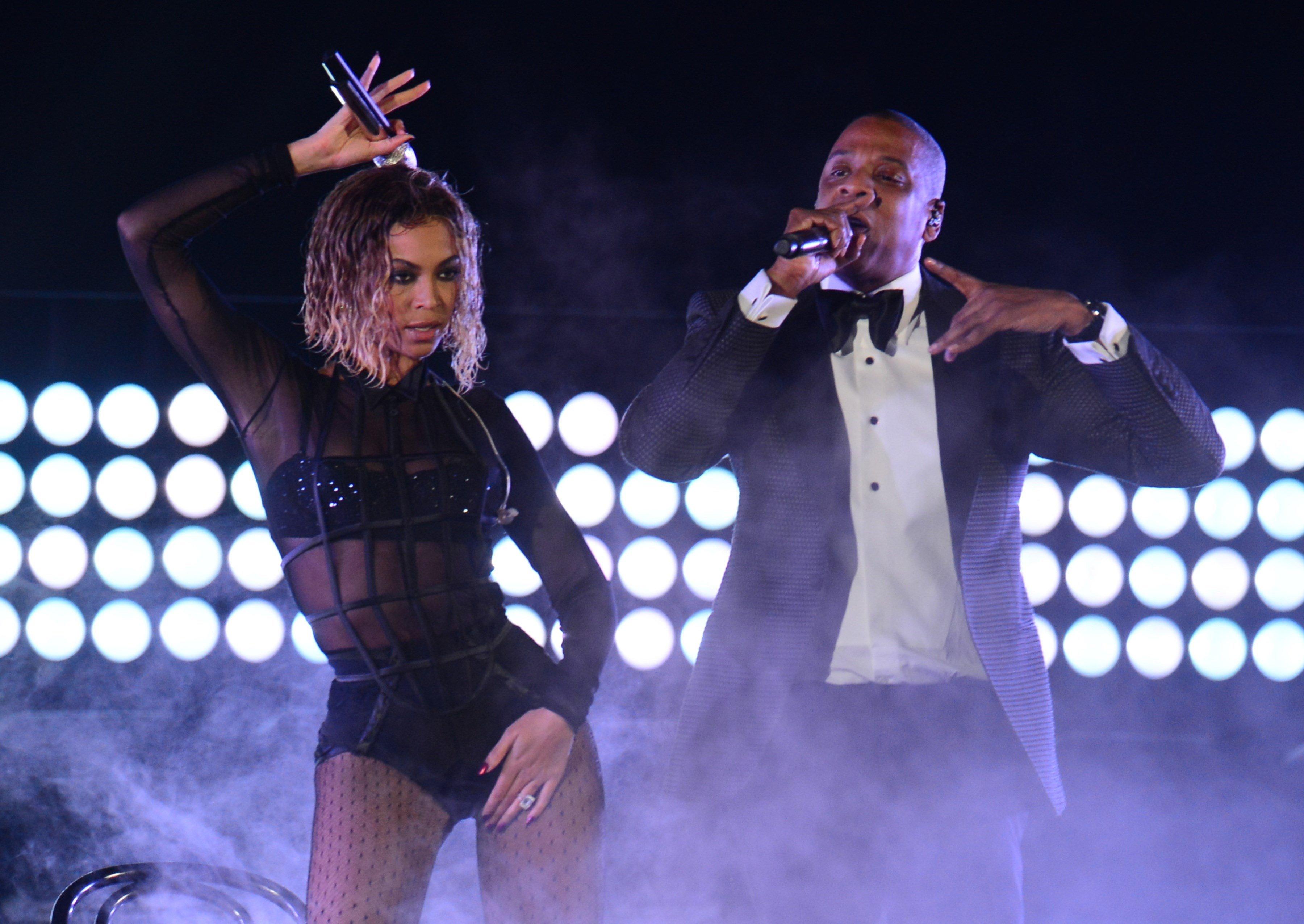 Beyoncé ir Jay-Z netikėtai išleido naują albumą