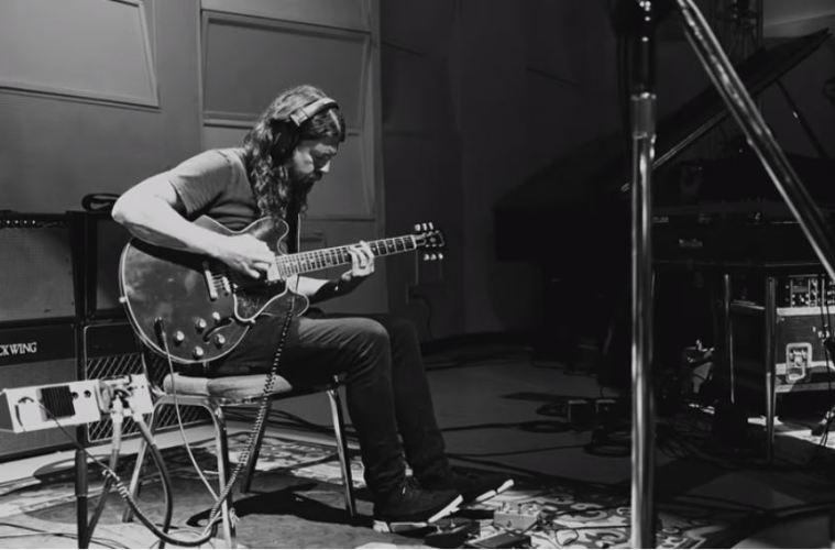 """Dave Grohl pristato """"Play"""" – 23 minučių ilgio įrašą ir trumpą dokumentinį filmą"""
