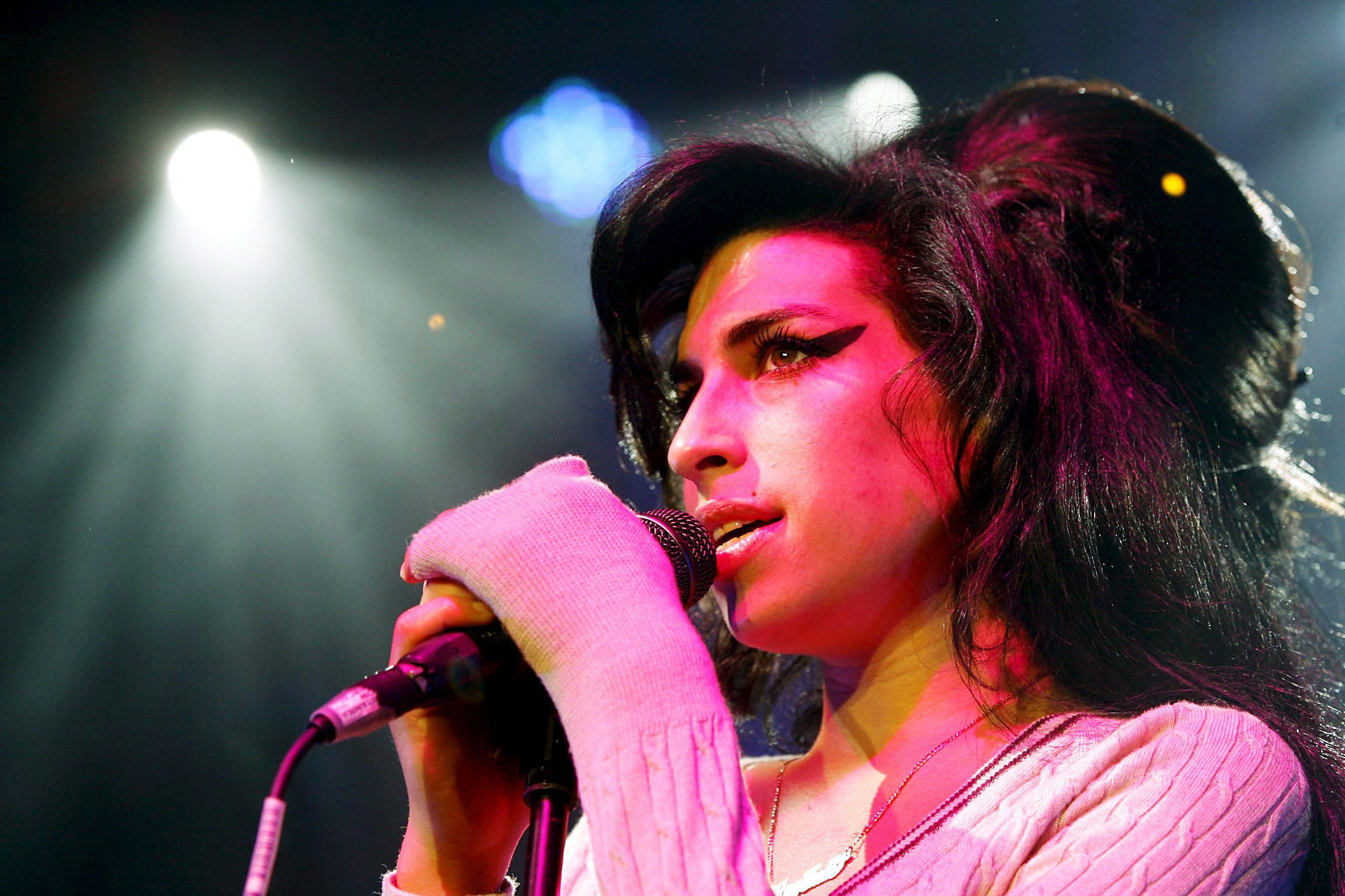 2019-aisiais į sceną trumpam sugrįš Amy Winehouse