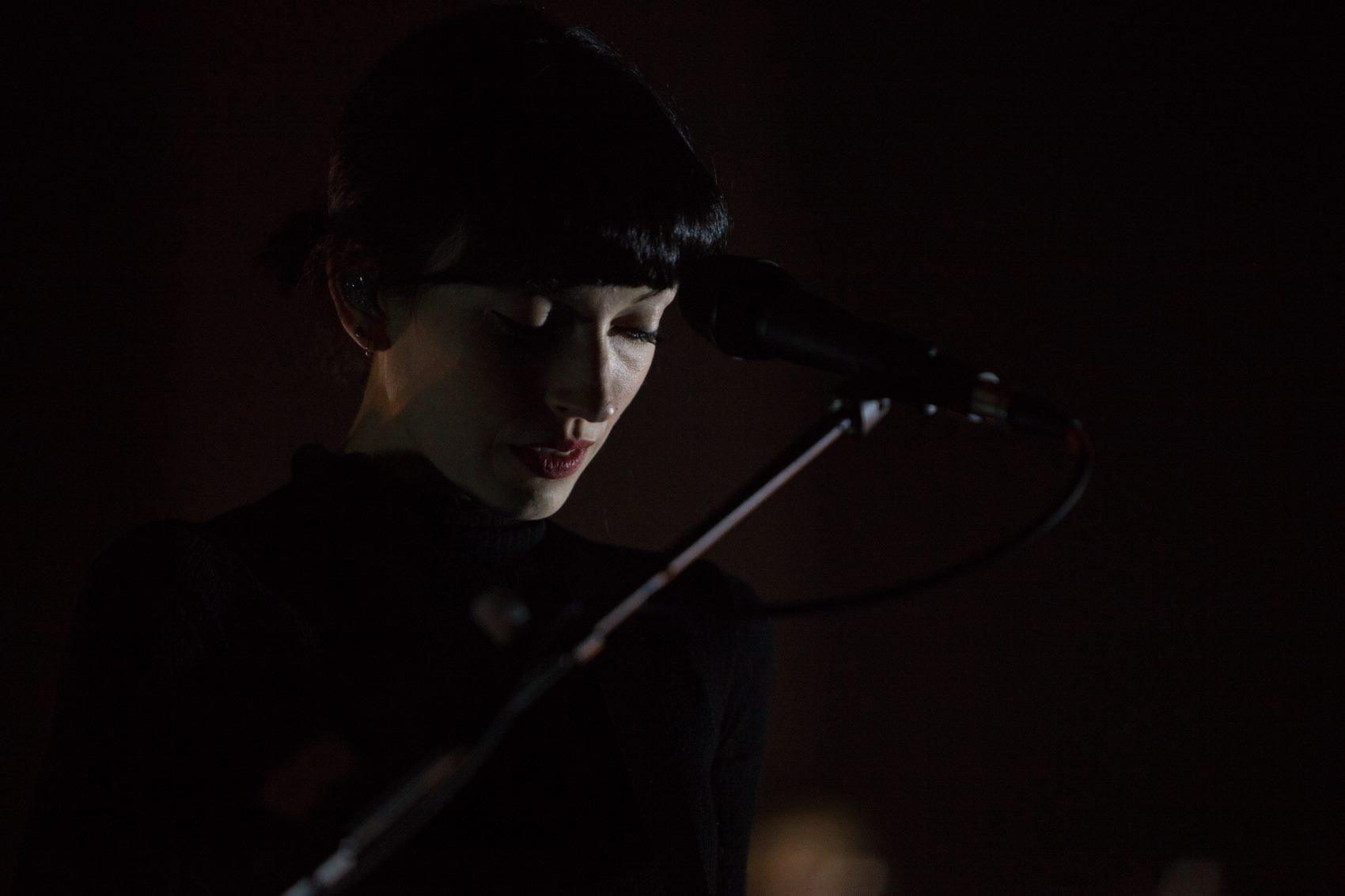 """""""Daughter"""" vokalistė išleidžia solinį albumą"""