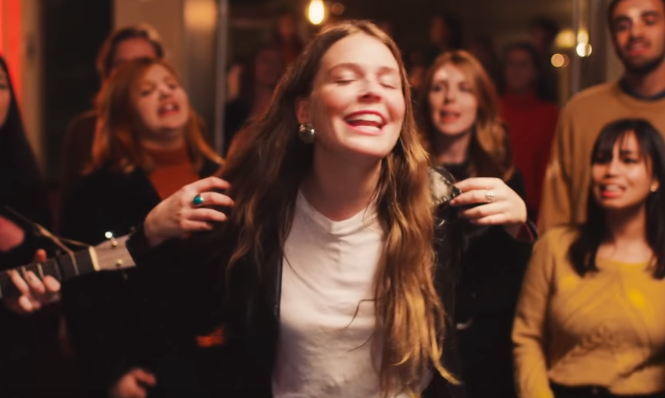 GYVAI: Maggie Rogers – Light On (La Blogothèque – Live in Paris)