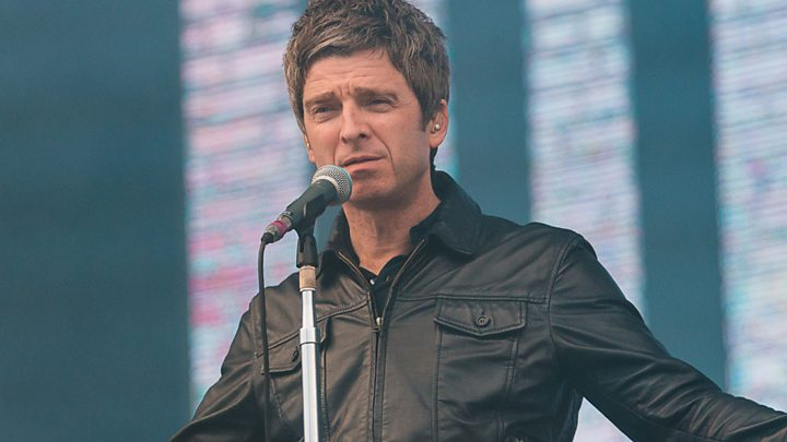 """Prestižinį apdovanojimą atsiėmęs Noelis Gallagheris: """"Oasis"""" niekada nebegros kartu"""