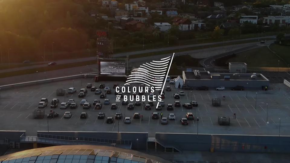 "Pusantros valandos ""Colours of Bubbles"" koncertas ""Drive-In"""