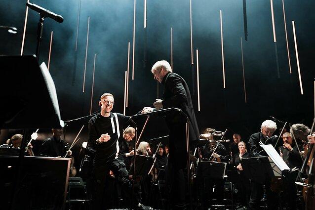 """Pasirodė """"Ten Walls"""" ir Lietuvos valstybinio simfoninio orkestro koncertinis albumas """"Symphony"""""""