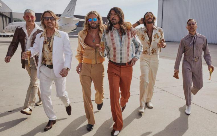 """""""Foo Fighters"""" išleidžia… disco muzikos albumą!"""