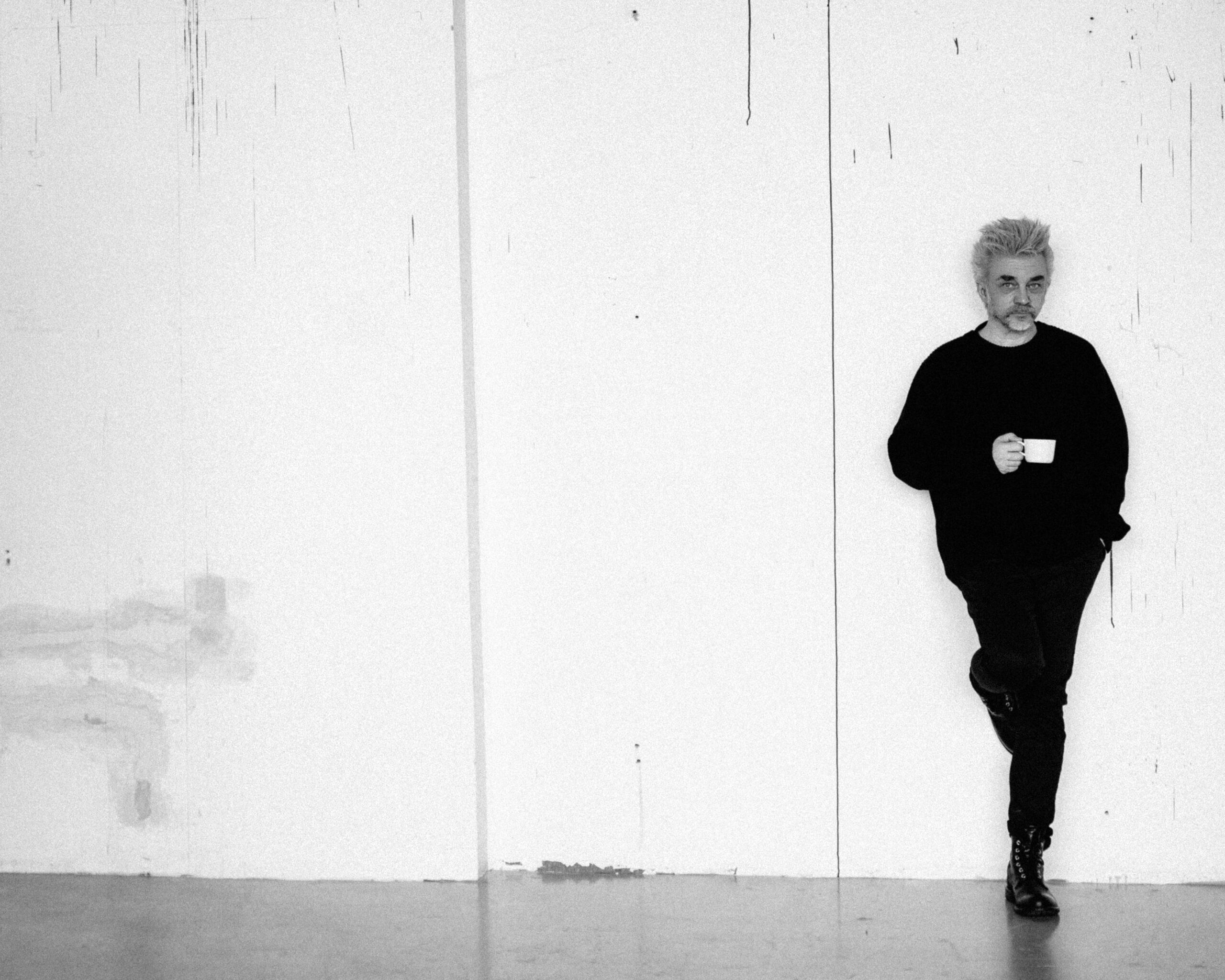 A. Mamontovo albumas – po dviejų savaičių; pristatyta titulinė daina